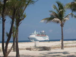 cruise ship with palm trees