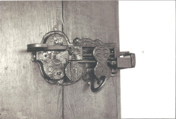 castle door lock detail