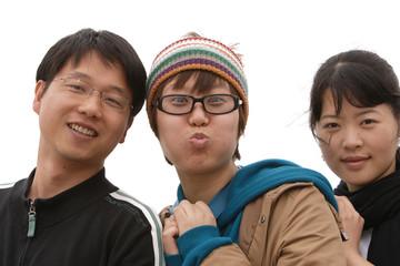 jeunes asiatiques dynamiques - grimasses