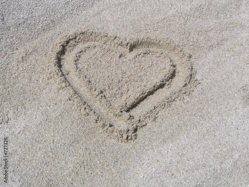 coeur dans le sable de papillon photo libre de droits 727328 sur. Black Bedroom Furniture Sets. Home Design Ideas