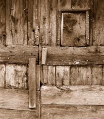 porte en bois d'etable en auvergne