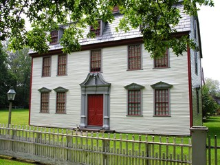 new england colonial home.