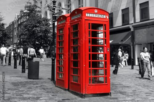 czerwony-telefon-w-londynie