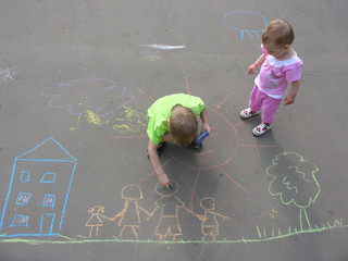 children drawing on asphalt family house