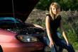 ein defektes auto  und  die hilflose frau
