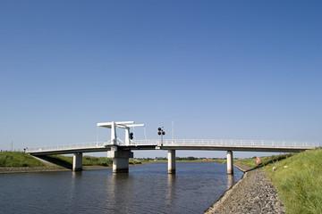 weisse zugbrücke
