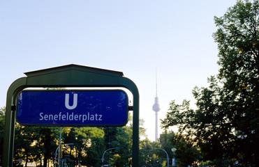 underground metro schild berlin mit fernsehturm
