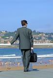 ejecutivo en el paseo marítimo poster