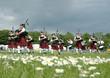 Leinwanddruck Bild - scottish pipe band marching on the grass