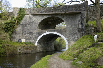 canal bridge - leeds liverpool canal