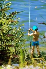 enfant qui pêche