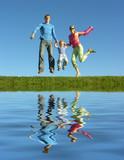 podívejte šťastná rodina a vody