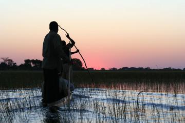 mokoros au coucher du soleil