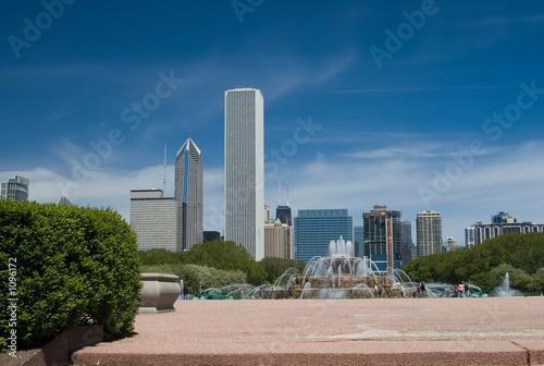 Leinwanddruck Bild chicago skyline and buckingham fountain