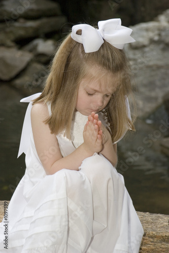 little girl praying