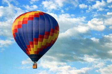 farbenfroher heißluftballon