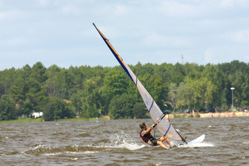 windsurfer auf dem lac leon