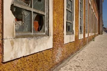 renovationsbedürftige fabrik