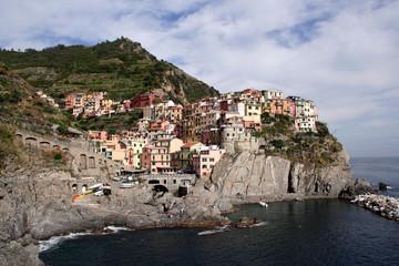 cinque terre cliff town
