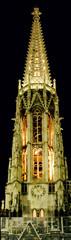 turm der votivkirche bei nacht