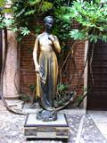 statue der julia in veriona poster