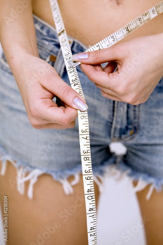 girl measuring her waist