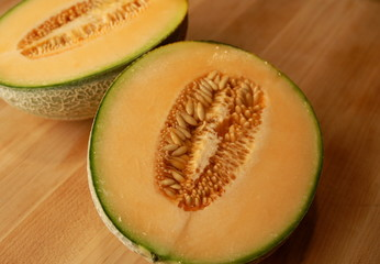sliced cantelope