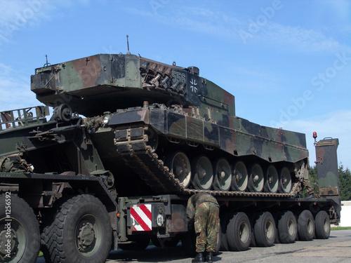 leopard 2 auf transporter