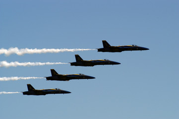 jets flying in formation