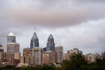 philadelphia skyline with cloudy sky at dusk