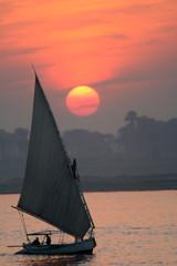 felouque au coucher du soleil