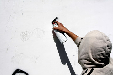 artiste en action, graffiti