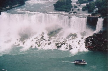 niagara falls - maid of the mist