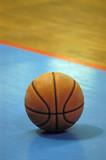 parquet et ballon de basket 2 poster