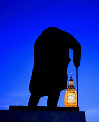 london churchill statue with big ben