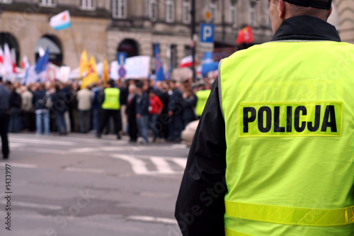 protecting the demonstration 1 - 1433997