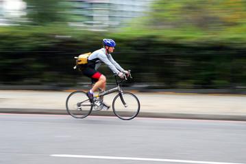 cycliste en mouvement