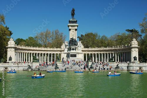 lago del parque del buen retiro de madrid - 1500765