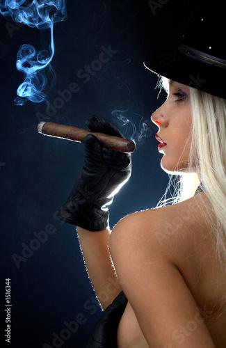 dziewczyna z cygarami # 2