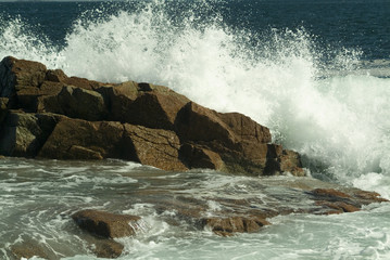 crashing surf at thunder hole in acadia