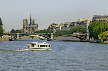 the seinne river paris