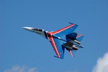 su-27 crossing sky