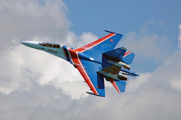 su-27 crossing cloud