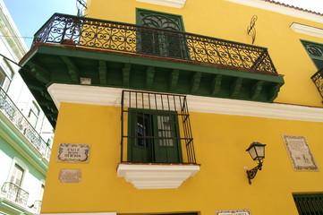 très belle façade cubaine de colonie espagnole