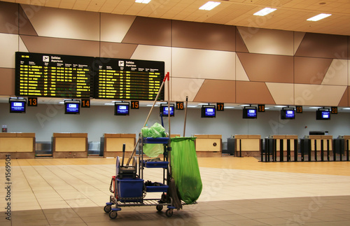 airport clean-up - 1569504