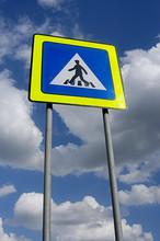 pedestrians crossing traffic sign