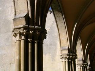 détail du cloître de l'abbaye de royaumont