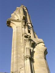la tourelle du transept nord de royaumont en contr