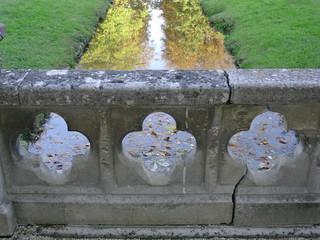 petite structure en pierres à l'abbaye de royaumon