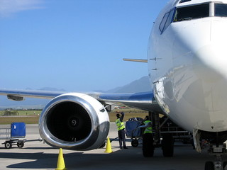 2 ground crew loading an airplane